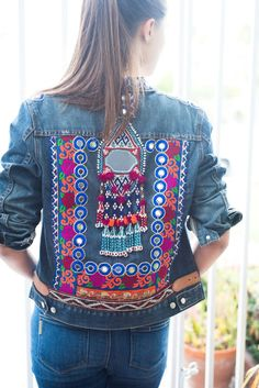 Stunning Upcycled Jean Jacket Recycled J Crew jean jacket embellished with a vintage, Banjara tribal gypsy tassel and yards of brightly embroidered and mirrored Indian trim. Diy Jeans, Denim Jacket Embroidery, Bone Bordado, Jean 1, Estilo Jeans, Denim Ideas, Denim Crafts, Denim And Lace, White Denim