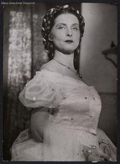 """Sibylle Binder as Empress Elisabeth in Georg Rendls play """"Elisabeth, Kaiserin von Österreich"""" 1937."""