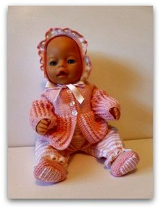 A perfect doll knitting pattern for your Baby born doll. 12 Inch Doll Clothes, American Doll Clothes, Barbie Clothes, Baby Born Clothes, Doll Dress Patterns, Bear Doll, Reborn Baby Dolls, Knitted Dolls, Free Baby Stuff