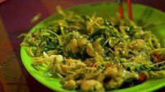 Best CAMBODIAN STREET FOOD in Phnom Penh! + @dailymotion Catfish And Carp, Phnom Penh, Seaweed Salad, Street Food, Seafood, Ethnic Recipes, Sea Food, Seafood Dishes