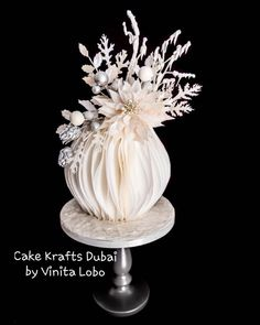 White Christmas - cake by Vinita Lobo Pretty Cakes, Beautiful Cakes, Amazing Cakes, Wafer Paper Flowers, Wafer Paper Cake, Christmas Cake Decorations, Holiday Cakes, Christmas Cakes, Fondant Cakes