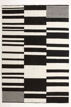 Ellos Black and white carpet.also beautiful quilt pattern Black And White Carpet, Quilt Patterns, Textiles, Quilts, Home Decor, Decorations, Beautiful, Houses, Decoration Home