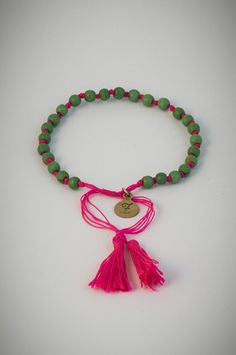 Pink bracelet with green lucky stones. Lucky Stone, Tassel Necklace, Tassels, Bracelets, Green, Pink, Stones, Accessories, Jewelry