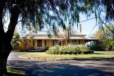 Ranelagh House Dubbo Built in 1875, Ranelagh House is set on 15 acres and features a tennis court, swimming pool and a guest kitchen. The restored heritage home is located opposite the Macquarie River and is only 3 minutes' drive from the centre of town.