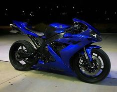 Excellent Moto bike photos are readily available on our internet site. Check it out and you will not be sorry you did. Motos Yamaha, Yamaha Motorcycles, Yamaha Yzf R1, Vintage Motorcycles, Custom Motorcycles, Motorcycle Wheels, Moto Bike, Motorcycle Gear, Women Motorcycle