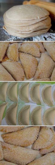 Cómo Hacer Empanadas de COCA-COLA caseras de horno. #empanadas #masa #cocina #buddyvalastro #casera #receta #recipe #casero #torta #tartas #pastel #nestlecocina #bizcocho #bizcochuelo #tasty #cocina #chocolate #pan #panes En un bowl grande pon la harina y ve añadiendo la manteca v...