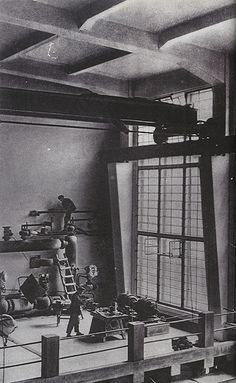 Interior to German expressionist architect Erich Mendelsohn's Red Banner Textile Factory in Leningrad Harlem Renaissance, Bauhaus, Architecture Details, Interior Architecture, Erich Mendelsohn, Waverly Place, Constructivism, Art Deco, Brutalist
