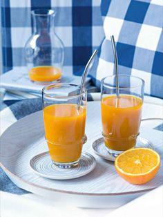 Tahle vitaminová bomba vás ráno doslova postaví na nohy! Ideální, pokud se o vás zrovna pokouší chřipka, nebo jako vyprošťovák po náročném silvestrovském večírku. Smoothie, Kitchen, Pineapple, Turmeric, Cooking, Kitchens, Smoothies, Cuisine, Cucina