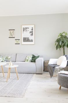 Love this Small Living room simple Living Room Green, Home And Living, Home Living Room, Living Room Inspiration, Home, Interior Design Living Room, Interior, Home Deco, Room Interior