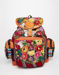 Imagen 1 de Mochila con diseño estilo tapicero floral hecho a mano de Hiptipico
