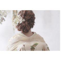 【和装×洋髪】白無垢や色打掛に合わせたい和装ヘア特集 | marry[マリー] Wedding Kimono, Japanese Wedding, Hair Arrange, Wedding Preparation, Bridal Hair, Wedding Hairstyles, Bouquet, Hair Beauty, Lily