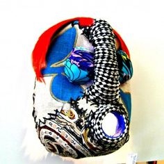 5 litre plastic containers recycled into Afro mask African Masks, African Jewelry, Plastic Containers, Craft Stores, Textile Art, Jewelry Crafts, Creative Ideas, Afro, Upcycle