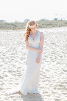 Diana Frohmueller Photography Braut Inspiration Strand Sand Kleid: Mona Berg