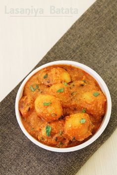 Lasaniya Batata Recipe - Gujarati style baby potatoes with garlic Indian Vegetarian Dishes, Indian Veg Recipes, Gujarati Recipes, Indian Dishes, Vegetarian Cooking, Asian Recipes, Vegetarian Recipes, Cooking Recipes, Gujarati Cuisine