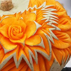 Here's inspiration and instructions you need to make your pumpkin a show stopper this autumn. This intricate carved flower is just amazing! Funny Pumpkin Carvings, Pumpkin Carving Party, Amazing Pumpkin Carving, Pumpkin Carving Patterns, Fruit Carvings, Minion Halloween, Halloween Pumpkins, Halloween Ideas, Halloween Decorations