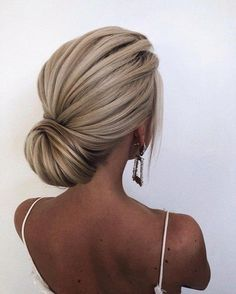 Fabulous chignon hairstyle – wedding updo The post Gorgeous Wedding Hairstyles For The Elegant Bride appeared first on Garden ideas - Wedding Gown Wedding Hair Down, Wedding Hair And Makeup, Simple Wedding Updo, Hair Down For Prom, Medium Hair Wedding Styles, Straight Wedding Hair, Big Wedding Hair, Classic Wedding Hair, Summer Wedding