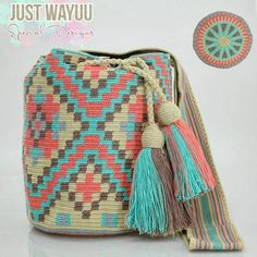 Just Wayuu ( Crochet Chart, Diy Crochet, Crochet Stitches, Crotchet Bags, Knitted Bags, Wiggly Crochet, Tapestry Crochet Patterns, Tapestry Bag, How To Make Handbags