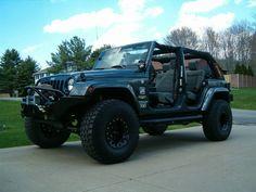 Un jeep Wrangler avec des pneus de 37 pouces.