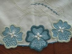Nice Vintage Round Table Cloth, Applique & Embroidery, Blue/White, Estate