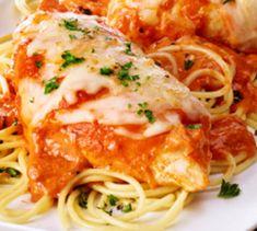 Recette : Poitrines de poulet au parmesan et tomate. Poulet Keto, Pok Pok, Always Hungry, Chicken Recipes, Recipies, Spaghetti, Meals, Ethnic Recipes, Kitchen