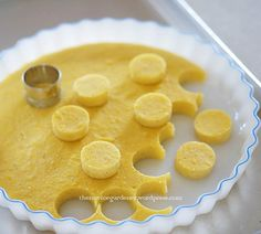 Use vegan parmesan and non dairy margarine only. how to make polenta canapes Polenta Recipes, Vegan Recipes, Cooking Recipes, Polenta Cakes, Good Food, Yummy Food, Snacks, Canapes, Brunch