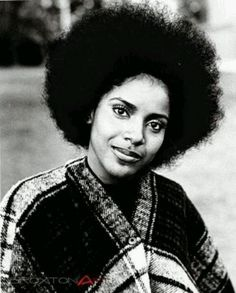 Phylicia Rashad - Afro She looks like RACHEL with her hair like this! Black Girls Rock, Black Girl Magic, American Women, My Black Is Beautiful, Beautiful People, Simply Beautiful, Absolutely Gorgeous, Beautiful Eyes, Beautiful Women