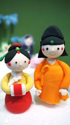 Korean figurines wedding cake topper