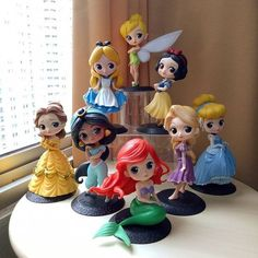 Princesas da Disney em Biscuit - Como Fazer Cute Polymer Clay, Cute Clay, Polymer Clay Miniatures, Polymer Clay Crafts, Disney Princess Dolls, Disney Dolls, Disney Princesses, Cute Disney, Disney Art