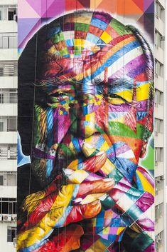 Eduardo Kobra. Su talento surge alrededor de 1987, en las afueras de São Paulo, pronto se extiende a todo el país y el resto del mundo. Se caracteriza por se un buen diseñador y experto pintor realista.  http://eduardokobra.com/