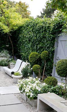 Tyylitelty puutarha   Meillä kotona Back Gardens, City Gardens, Garden Planning, Outdoor Furniture, Outdoor Decor, Pathways, Sun Lounger, Garden Design, Sidewalk
