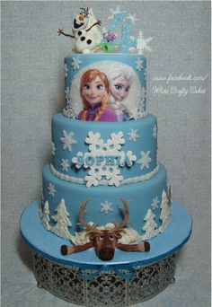 Frozen Themed Cake - and cake covered with marshmallow fondant. Olaf, Sven and details made with marshmallow fondant as well. Trees made with white chocolate. Frozen Birthday Party, Frozen Party Cake, Disney Frozen Cake, Disney Cakes, Party Cakes, Birthday Cakes, Elsa Frozen, 5th Birthday, Sven Frozen