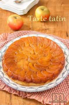 tarte tatin French Dishes, French Food, Camping Breakfast, Sweet Cooking, Food Videos, Biscuits, Sweet Treats, Quinoa, Tiramisu