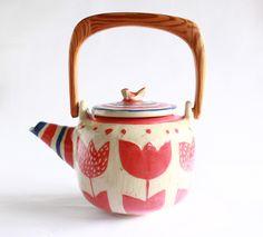Nueva tetera ! Ceramic Clay, Porcelain Ceramics, Ceramic Pottery, Tea Japan, Cute House, Tea Art, Sgraffito, Japanese Pottery, Coffee Set