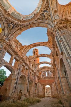 Ruinas en Belchite, Zaragoza - Ruins in the village of Belchite (Zaragoza, España), the village was never rebuilt after the Spanish civil war. Oh The Places You'll Go, Places To Travel, Places To Visit, Wonderful Places, Beautiful Places, Magic Places, Madrid, Ghost City, Ghost Towns