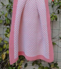 Cute knit baby blanket (free pattern) - this would be awesome in blue and green!