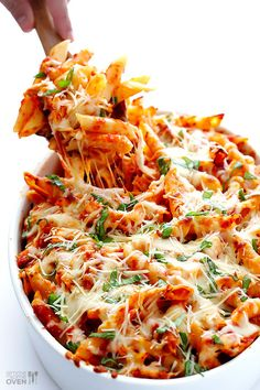 Chicken Parmesan Baked Ziti Need: 12 oz penne ziti (or any pasta shape); 2 C shredded, cooked chicken; 1 C shredded mozzarella cheese; C freshly-grated Parmesan cheese; C packed fresh basil leaves, roughly chopped. Tasty Dishes, Food Dishes, Main Dishes, Food Food, Fodmap Recipes, Healthy Recipes, Easy Recipes, Fodmap Foods, Fodmap Diet
