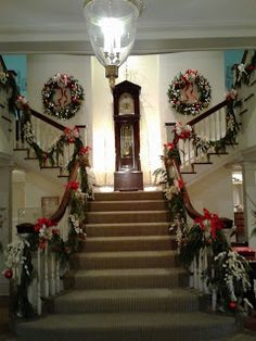 NineteenTeen: Christmas at the Governor's Mansion, Complete with Presents