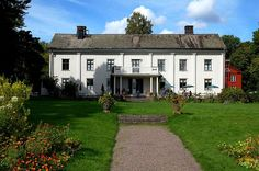 Våningshus Country Estate, Sweden, Mansions, Architecture, House Styles, Danish, Outdoor Decor, Plants, Homes