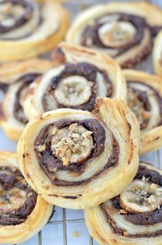 Recipe for chocolate & banana puff pastry pinwheels with Nutella chocolate spread, fresh bananas & walnuts Puff Pastry Pinwheels, Crazy Kitchen, Chocolate Spread, Chocolate Recipes, Doughnut, Nutella, Banana, Pastries, Desserts