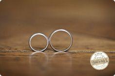 Smooth white gold Wedding rings by Remida Gioielli Monza, Ph Michela Magnani http://www.brideinitaly.com/2013/12/magnani-circus.html #circus #whimsical #wedding #italy
