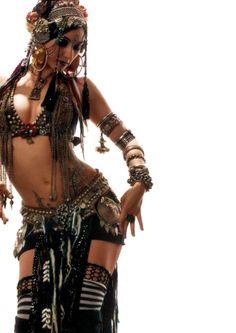 人類を魅了する妖艶「ベリーダンスの鬼才」レイチェル・ブライス、踊りとはこんなにも神々しいものか