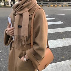 Herbst – Winter – Herbst – Acne Studios – A / W 18 – FW 18 – Inspiration – Mode -… - Mode Herbst Fashion Mode, Modest Fashion, Look Fashion, Hijab Fashion, Korean Fashion, Fashion Outfits, Womens Fashion, Fashion Trends, Rare Fashion