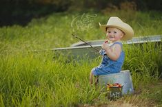 12 Utterly Adorable Country-Themed Newborn Photos - Photography, Landscape photography, Photography tips 1st Birthday Pictures, Boy First Birthday, Birthday Ideas, Boy Photo Shoot, First Year Photos, One Year Pictures, Baby Boy Pictures, Country Baby Pictures, Toddler Pictures