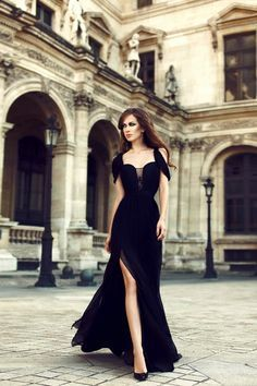 A stunning Wedding guest outfit. Long sexy beautiful dress to catch everyone's attention.