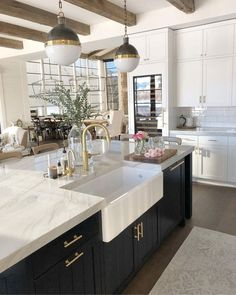 Kitchen Trending Renovations ideas for 2019 Trending Kitchen Renovation ⇒ Nowadays, the kitchen decor takes a central role in the house, as it is the place where the family gathers after a busy day, and Classic Kitchen, Farmhouse Style Kitchen, Modern Farmhouse Kitchens, Home Decor Kitchen, New Kitchen, Home Kitchens, Kitchen Ideas, Farmhouse Decor, Country Farmhouse