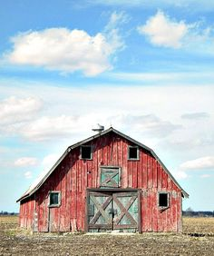 Old Red Barn with Green Doors. Beautiful Classic And Rustic Old Barns Inspirations No 02 Farm Barn, Old Farm, American Barn, Barn Pictures, Road Pictures, Rustic Pictures, Country Barns, Country Life, Country Living
