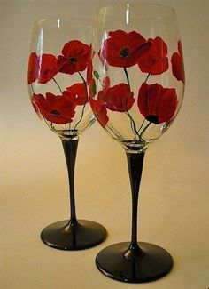 I love red poppies - hand painted wine glasses Wine Glass Crafts, Wine Craft, Wine Bottle Crafts, Decorated Wine Glasses, Hand Painted Wine Glasses, Bottle Painting, Bottle Art, Diy Painting, Verre A Vin Design