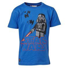 """STAR WARS(TM) T- Shirt Tristan """"Vader""""    Wenn Kinder die Geschichten der Star Wars(TM) Saga mit ihren LEGO-Steinen nachspielen, kann es nichts besseres geben. Und wenn Sie Ihrem Sohn dieses T-Shirt überziehen, werden die Augen heller als ein Lichtschwert strahlen.    LEGO® Wear STAR WARS(TM) Kinder T- Shirt mit folgenden Besonderheiten:    - Thema: LEGO® STAR WARS(TM)  - super schönes T-Shirt ..."""