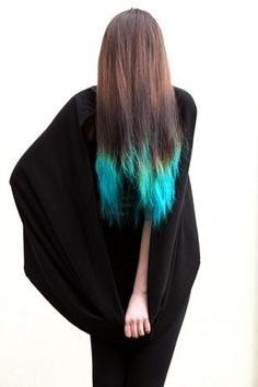 turquoise hair tips. Next summer, I WILL have this.