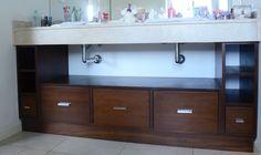 Mueble bajo mesada para el baño de los chicos.
